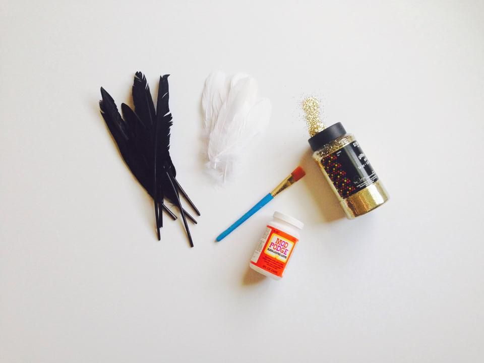 DIY {Gold Glitter Dipped Feathers }